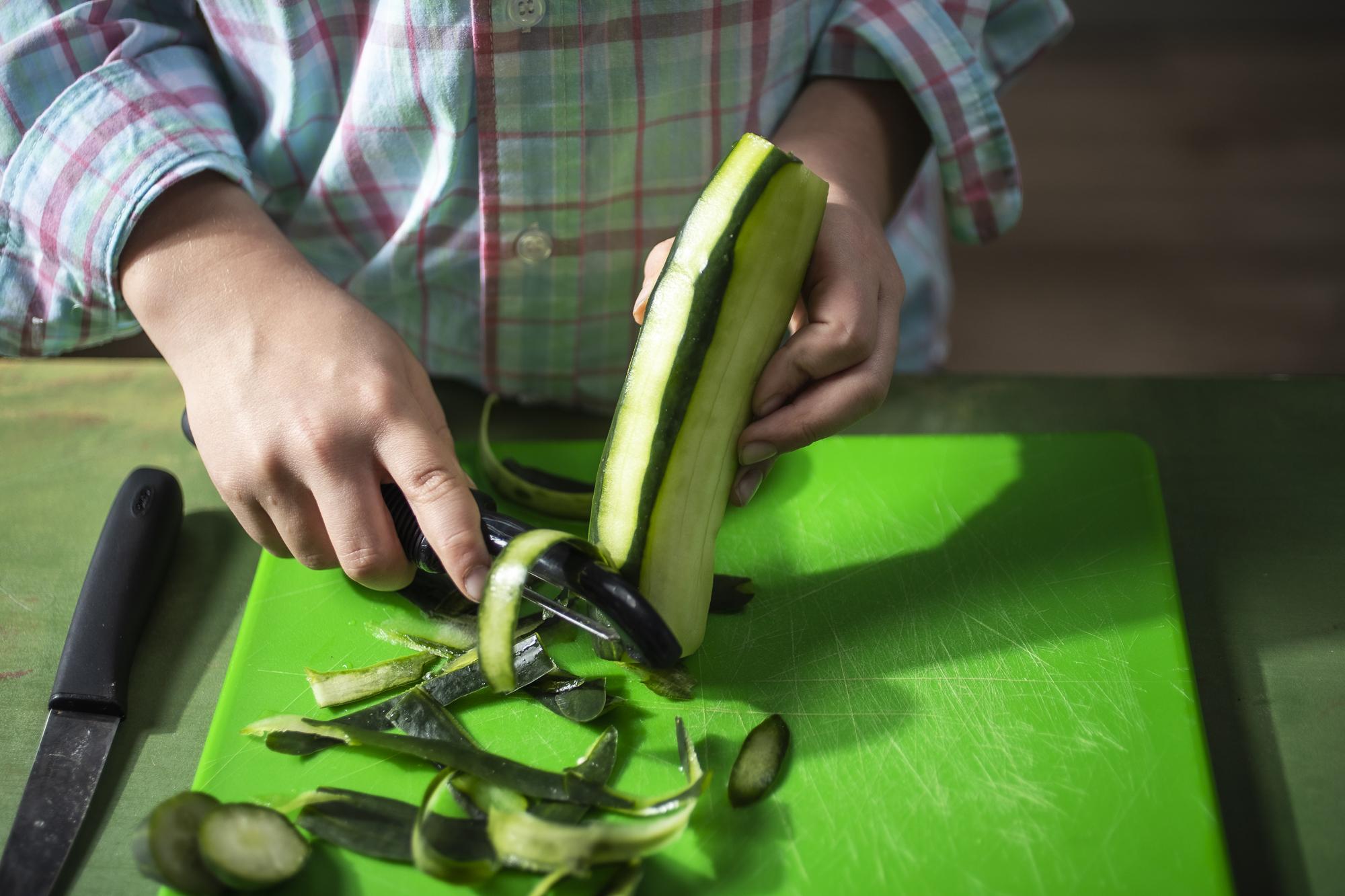 How_To_Peel_Cucumber-124