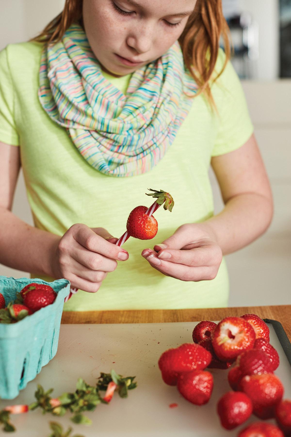 KitchenSkills_HullingStrawberries_571
